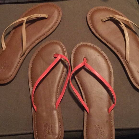 4e41b8cd71b9 Two pairs mossimo sandals size 7. M 5bb0bbbf619745d88ef36bcd